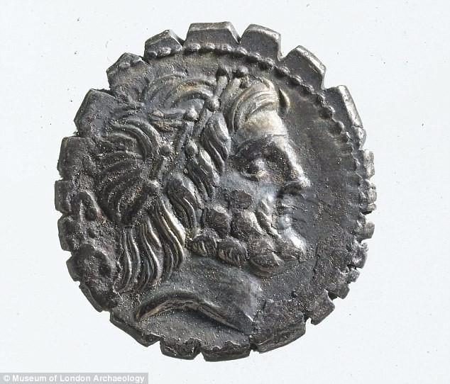 Hình ảnh về một đồng xu cổ có niên đại 2.500 tuổi trong bộ sưu tập.