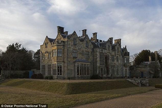 Lâu đài Scotney cổ kính của Anh.