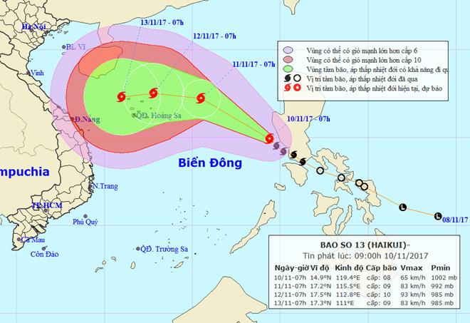 Dự báo hướng đi của cơn bão đang có sự thay đổi (ảnh trên là bản tin sáng sớm nay).