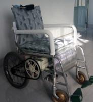 Xe lăn điện điều khiển bằng chuyển động của đầu