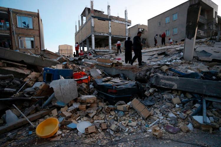 Hệ thống đường sá tại khu vực chịu ảnh hưởng của động đất cũng bị hư hại nghiêm trọng.