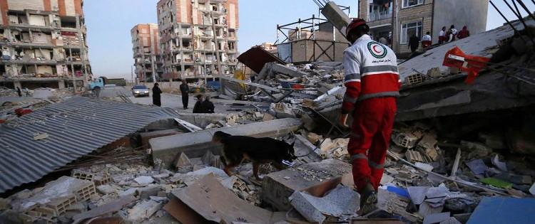 Các đội cứu trợ khẩn cấp được triển khai tới vùng bị nạn để hỗ trợ người dân.