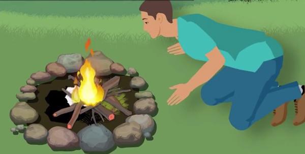 Châm lửa vào bùi nhùi và thổi nhẹ để chúng nhanh cháy.
