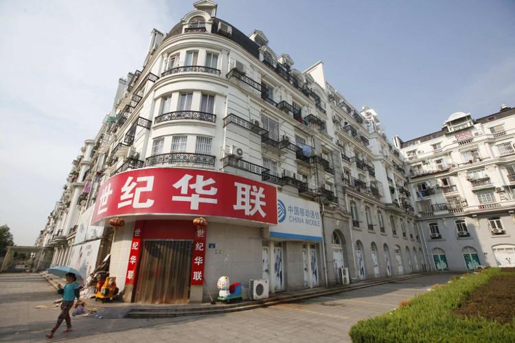 """Báo chí Trung Quốc cho biết, khu đô thị này giờ đây đã dường như trở thành một """"thành phố ma""""."""