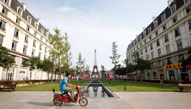 """Khu nghỉ dưỡng có tên """"Paris phương Đông"""" trong khu đô thị Tianducheng có mức giá phòng 82 USD/đêm."""