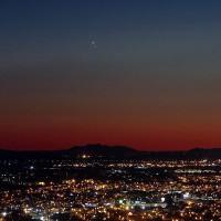 """Khoảnh khắc Sao Kim và Sao Mộc """"gặp gỡ"""" nhau trên bầu trời khắp thế giới"""