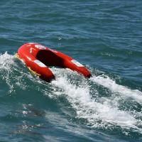 """Phao cứu sinh thông minh có thể tự """"bơi"""" đến vị trí người bị nạn"""