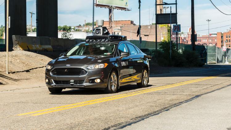 Xe tự lái của Uber đã gặp tai nạn khi đi qua đèn vàng đầu năm nay.