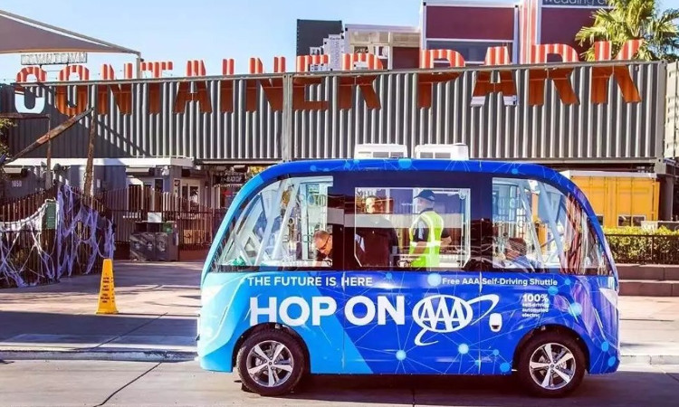 Chiếc xe buýt tự lái trong vụ tai nạn tại Las Vegas tuần qua.