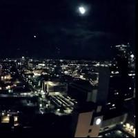 Video: Cầu lửa sáng rực trời đêm ở Mỹ