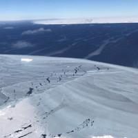 Hình ảnh cận cảnh núi băng trôi khổng lồ bị tách khỏi Nam Cực