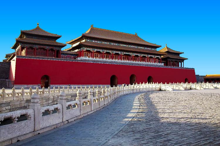 Màu đỏ luôn xuất hiện trong những kiến trúc cổ của người Trung Quốc.