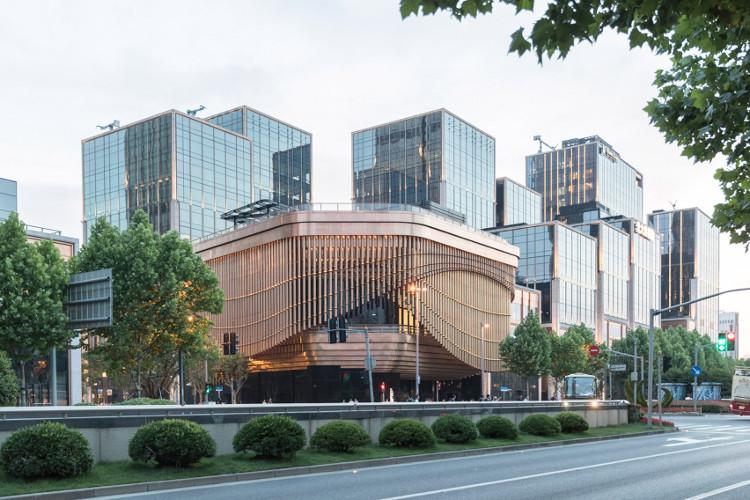 Tòa nhà gồm 4 tầng nổi và 4 tầng hầm này được lấy cảm hứng từ nhà hát kịch truyền thống Trung Quốc.