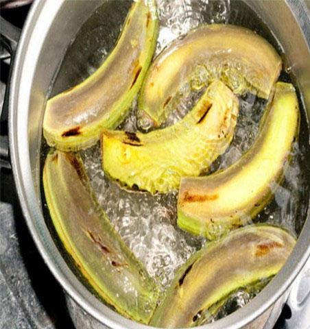Vỏ chuối vốn không độc hại mà ngược lại còn có nhiều dinh dưỡng.