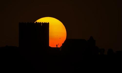 Ba vết đen Mặt Trời rõ nét nhìn từ Trái Đất.