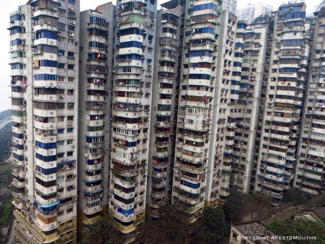 Các tòa chung cư cũ mới mọc lên san sát