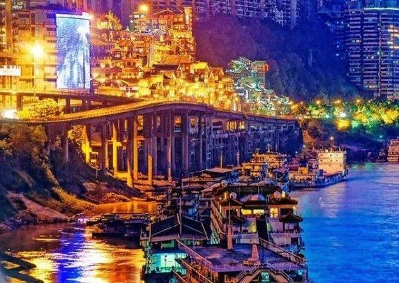 Thành phố Trùng Khánh rực rỡ vào ban đêm
