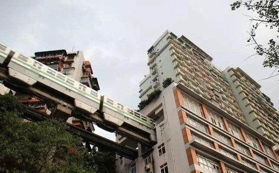 """Cư dân những tòa nhà này có thể """"thoải mái"""" bấm thang máy lên thẳng tầng nhà mình ngay khi đáp xuống ga tàu…"""
