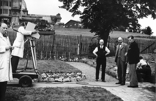 Ngày 2/11/1936, Đài BBC phát đi sóng truyền hình đầu tiên từ cung điện Alexandra Palace Victoria