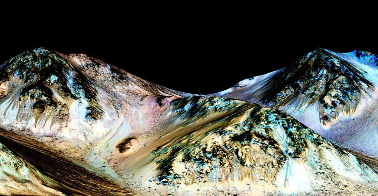 Các đường rãnh sẫm màu trên sườn núi không phải là kết quả của dòng nước chảy trên hành tinh đỏ.