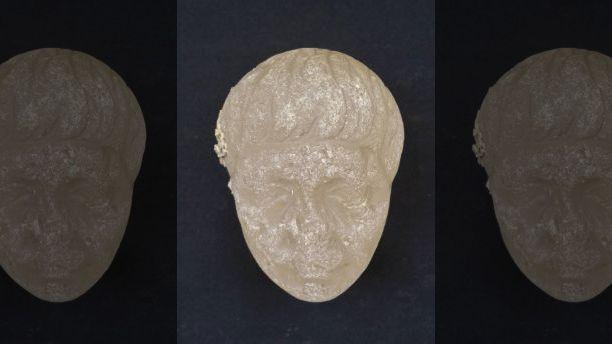Đầu tượng làm bằng pha lê tìm thấy trong xác tàu đắm