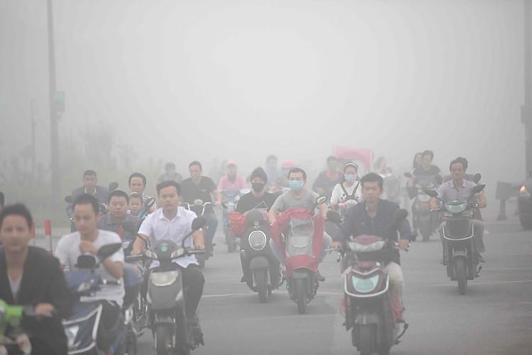 Khói mù ô nhiễm bao phủ khu vực Hàng Châu, tỉnh Chiết Giang, Trung Quốc ngày 26/9.