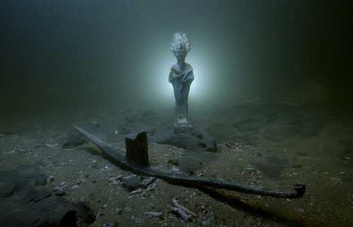 Thuyền tạ ơn có hình thần Osiris tìm thấy cùng các xác tàu.