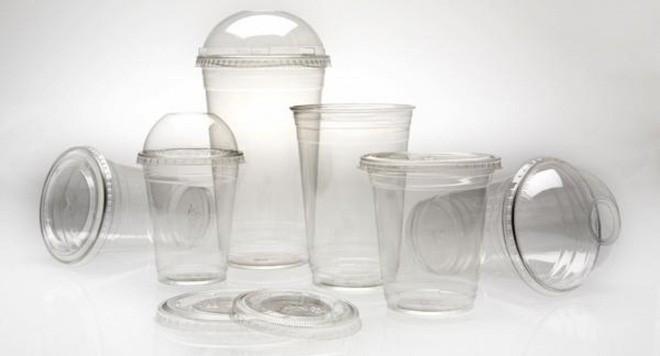Dù tiện lợi nhưng những chiếc cốc nhựa dùng một lần rất nguy hiểm cho sức khỏe con người.