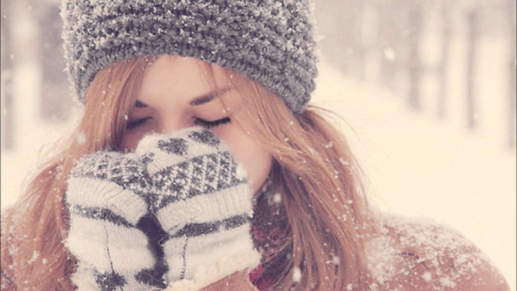 Cái lạnh khiến tay, chân, tai bị tê buốt do động mạch co lại quá mức.