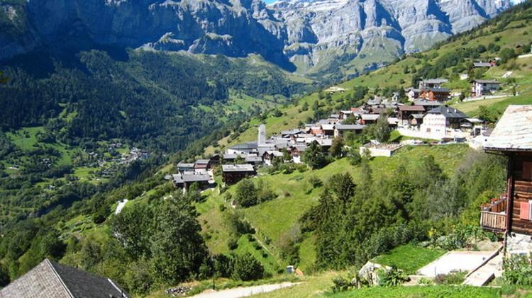 Ngôi làng nhỏ có tên Albien nằm ở vùng Canton of Valais