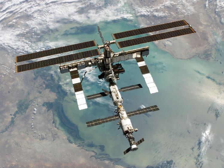 Trạm Vũ trụ Quốc tế trên quỹ đạo Trái Đất.