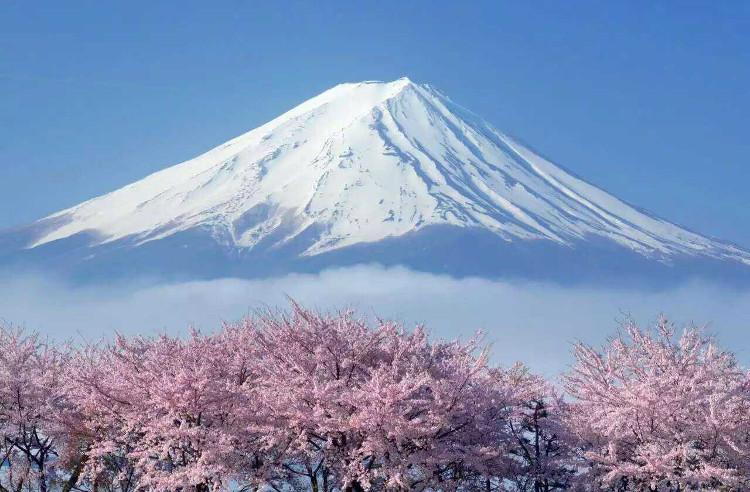 Núi Phú Sĩ hùng vĩ của Nhật Bản.