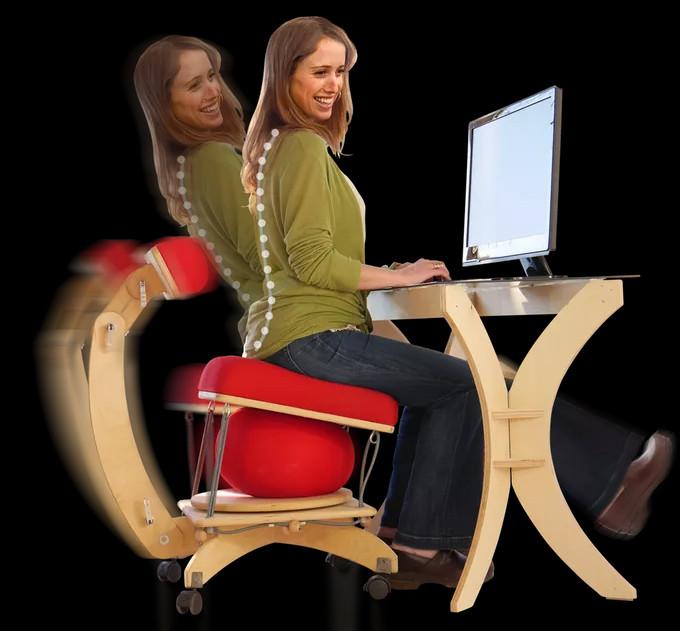 Sprang Chair được tạo thành từ gỗ trúc