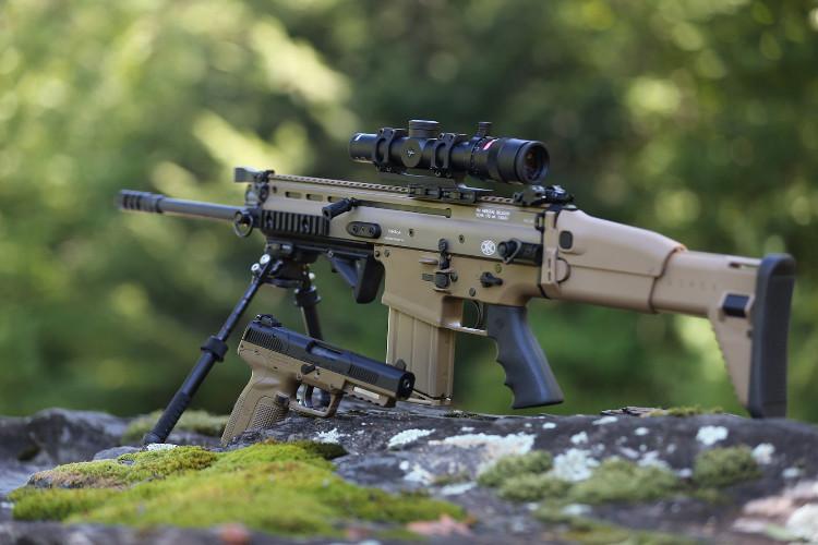 Súng trường tấn công SCAR và súng ngắn Five-Seven