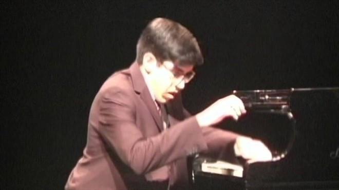 Suvir cũng rất có năng khiếu chơi piano và giành được rất nhiều giải thưởng lớn.