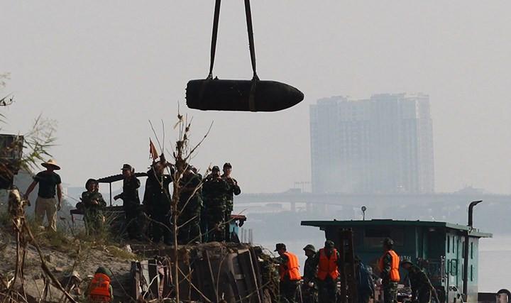 Sau khi trục vớt, quả bom trên đã được đưa về Bắc Giang để tiến hành huỷ nổ vào ngày 29/11.