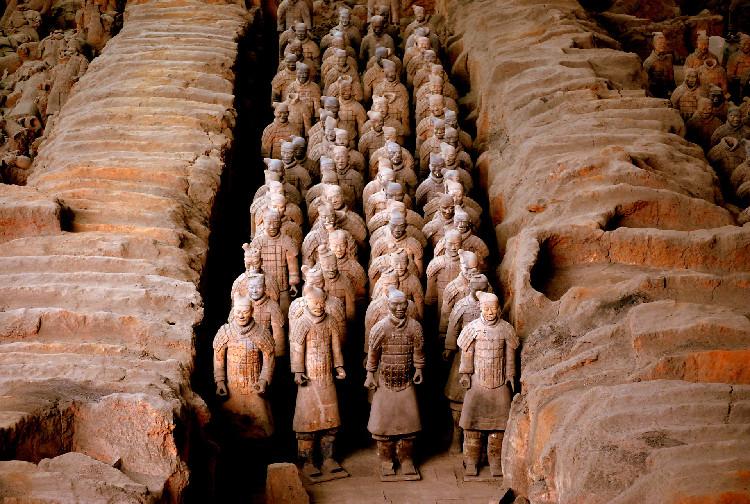 Đội quân đất nung trong lăng mộ hoàng đế Tần Thủy Hoàng ở Tây An, Trung Quốc.