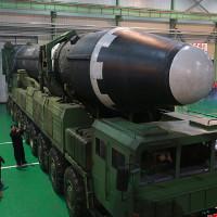 """Cận cảnh tên lửa """"mạnh nhất"""" Triều Tiên vừa phóng"""