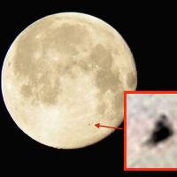NASA chụp được ảnh UFO quay quanh Mặt trăng