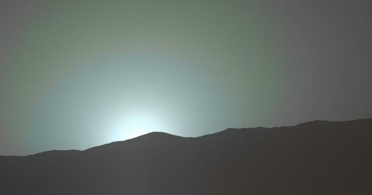 Hoàng hôn xanh khác lạ nhìn từ bề mặt sao Hỏa