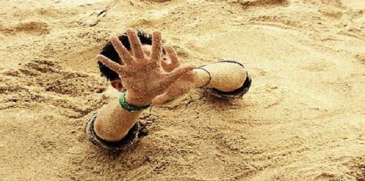 Rơi vào hố cát lún khô cũng giống như việc bạn rơi vào một bể chứa toàn cát.