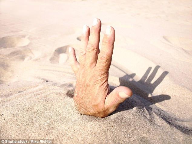 Cảnh này hoàn toàn có thể xảy ra nếu rơi vào một hố cát lún khô