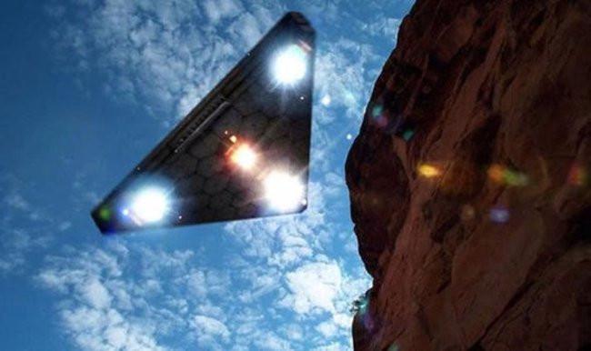 Liệu rằng đây có phải một thiết bị bay gián điệp bí mật của UFO hay một ảo ảnh quang học?