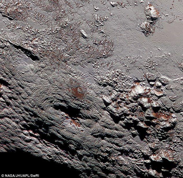 Các nhà khoa học tìm thấy những dấu tích của đại dương lỏng khi phân tích bề mặt sao Diêm Vương