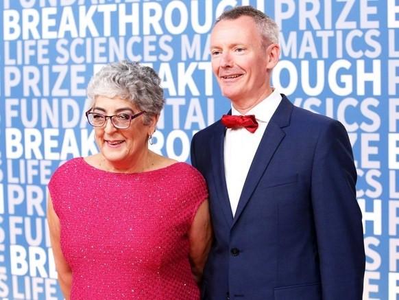 Joanne Chory (trái) được trao Giải Breakthrough Prize các ngành khoa học phục vụ đời sống.