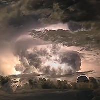 Video: Bão điện rực sáng bầu trời Australia