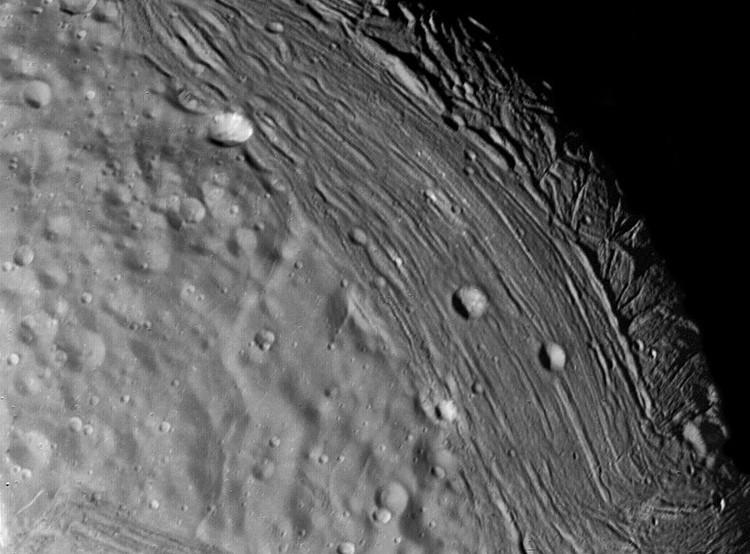 Ảnh chụp cận cảnh bề mặt Mặt trăng