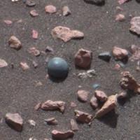 Vật thể hình cầu nghi là đạn đại bác trên sao Hỏa