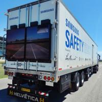 Độc đáo xe tải trong suốt giúp giảm thiểu tai nạn giao thông
