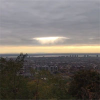"""Video: """"khoảng trống"""" tỏa sáng giữa biển mây đen ở Canada"""